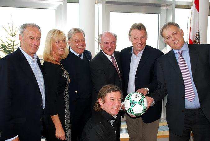 30 Jahre Club Niederösterreich-Fußball  =  1.257.600 Euro für Menschen in Not – 3.12.2013